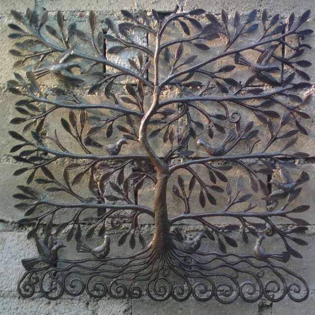Kovove Strom Zivota S Listami A Vtakov Haitskej Kovove Kresby Na