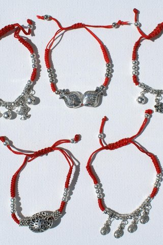 7af1d08b4 Časť 5 červené náramky s kovové korálky, lacné módne šperky - €8.27 EUR -  Slovenske Aukcie